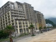 Апартаменты в жилом комплексе гостиничного типа на берегу моря в центре Гонио. ЖК гостиничного типа у моря в центре Гонио, Грузия. Фото 1