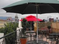 იყიდება 10 ნომრიანი სატუმრო ქალაქ ბათუმის ცენტრში. საქართველო. ფოტო 1