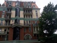 Апартаменты в ЖК гостиничного типа у моря в старом Батуми. 8-этажный элитный жилой комплекс гостиничного типа у моря на ул.Ниношвили в старом Батуми, Грузия. Фото 1