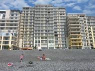 Апартаменты в жилом комплексе гостиничного типа на берегу моря в центре Гонио. ЖК гостиничного типа у моря в центре Гонио, Грузия. Фото 2