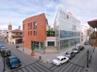 Многофункциональный комплекс в центре Батуми на ул.Мазниашвили, угол ул.Комахидзе. Новостройка в центре Батуми, Грузия. Фото 1