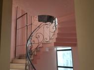 Квартира в аренду в центре старого Батуми. Снять квартиру с ремонтом и мебелью у Кафедрального собора Батуми. Фото 4