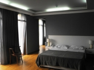 Running elite hotel with ten modern rooms in the centre of Batumi. For 24-hours, or longer periods of stay. Located in the region of artists. Photo 8