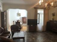 იყიდება კერძო სახლი ცენტრალურ ბულვართან ბათუმში. საქართველო. ფოტო 2