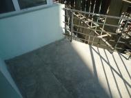გასაყიდი ბინა ახალ აშენებულ სახლში ბათუმში. ფოტო 3