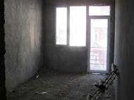 ოროთახიანი ბინა ბათუმის ცენტრში. სასწრაფოდ. ფოტო 1