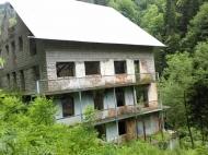 Гостиница в Саирме, Грузия. Гостиница на 20 номеров на берегу реки в Саирме,Грузия. Фото 1