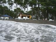 Отель на 14 номеров в Уреки на берегу Черного моря в Грузии. Пляж с уникальным черным магнитным песком. Фото 1