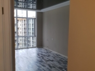 Flat for sale at the seaside Batumi, Georgia. The apartment has modern renovation and furniture. Photo 6
