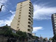 Новостройка в тихом районе Батуми. 7-этажный новый жилой дом на ул.Меликишвили в Батуми, Грузия. Фото 1