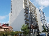 Квартиры в новостройке. 13-этажный дом в престижном районе Батуми, на углу ул.В.Горгасали и ул.С.Химшиашвили. Фото 3