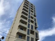 ახალი სახლი ბათუმის წყნარ რაიონში. 7-სართულიანი ახალი სახლი მელიქიშვილის ქუჩაზე ბათუმში. საქართველო. ფოტო 3