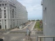 Квартира с видом на море в центре Батуми,Грузия. В квартире выполнен современный ремонт, есть все необходимое оборудование и мебель. Фото 1