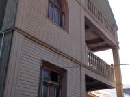 სახლი მიწის ნაკვეთით თბილისში. ფოტო 1