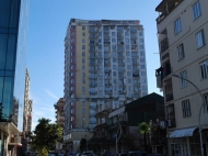 Новостройка у моря в старом Батуми. 20-этажный новый жилой дом на ул.Чавчавадзе в центре Батуми, Грузия. Фото 5