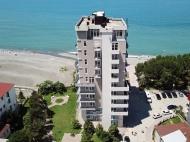 Новостройка на берегу моря в центре Кобулети. Квартиры в новом жилом доме на берегу моря в центре Кобулети, Грузия. Фото 2