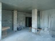 გასაყიდი ბინა ახალ აშენებულ სახლში ბათუმში. ფოტო 2