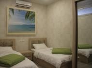 Спальня с двумя кроватями. ფოტო 3