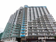 18-этажный шикарный дом на ул.Пушкина, угол ул.Джавахишвили, в центре Батуми. 350-400 метров от моря. Купить квартиру в новостройке Батуми на берегу моря. Фото 1