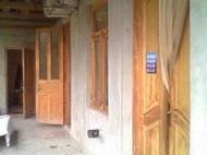 Большой кирпичный дом с участком земли в центре Кутаиси Фото 1