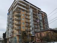 ბინები ახალ აშენებულ სახლში ზღვასთან ბათუმის ცენტრში, საქართველო. საცხოვრებელი სახლი, ზღვასთან ქალაქის ცენტრში ანგისისა და კობალაძის ქუჩების გადაკვეთა. ფოტო 1