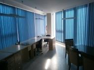 Продажа красивого офиса в старом Батуми. Купить офис с ремонтом и мебелью в сданной новостройке Батуми, Грузия. Фото 1
