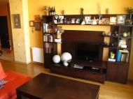 Арендовать квартиру в центре Тбилиси. Снять квартиру в новостройке Тбилиси. Вид на горы. Фото 1