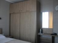 Большой вместительный шкаф ფოტო 5
