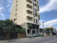 Новостройка в тихом районе Батуми. 7-этажный новый жилой дом на ул.Меликишвили в Батуми, Грузия. Фото 2