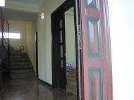 იყიდება გარემონტებული კერძო სახლი ქობულეთის ცენტრში. საქართველო. ფოტო 8
