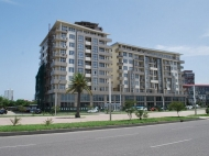 Новостройка в Батуми. Апартаменты в новом жилом доме на Аллее Героев в Батуми, Грузия. Фото 1