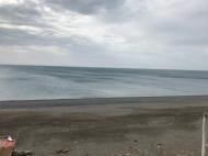 Участок на пляже у моря в Кобулети, Грузия. Фото 1