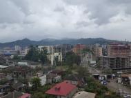 Квартира в новостройке Батуми, Грузия. Купить квартиру в новостройке в центре Батуми с видом на горы и город. Фото 1
