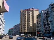 Новый жилой дом у моря в центре Батуми на ул.Чагмеикли, угол Ш. Химшиашвили. Новостройка у моря в центре Батуми, Грузия. Фото 1