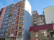 10-სართულიანი სახლი ქალაქ ბათუმის პრესტიჟულ რაიონში ფარნავაზ მეფისა და გრიბოედოვის ქუჩების კვეთა. ფოტო 2