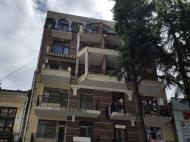 Новый жилой дом в старом Батуми. 6-этажный новый дом на ул.Ц.Парнаваза в центре Батуми, Грузия. Фото 3