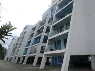 Новый жилой дом у моря в центре Гонио. Квартиры в новостройке у моря в центре Гонио, Грузия. Фото 3